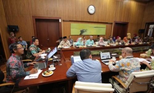 Suasana rapat monitoring evaluasi terhadap perencanaan pemberantasan aksi korupsi di Balai Kota Bandung, Jalan Wastukancana, Kota Bandung, Jumat (12/7/2019). (Humas Bandung)