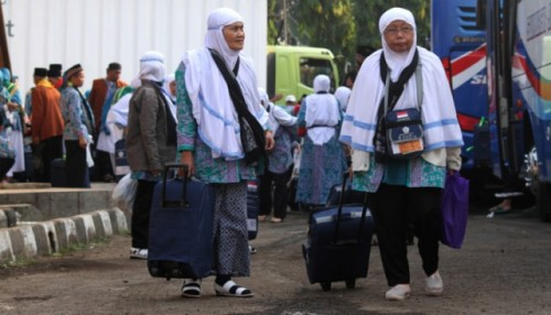 Arsip Foto. Jamaah calon haji asal Jawa Barat tiba di Asrama Haji Embarkasi Jakarta-Bekasi di Bekasi, Jawa Barat, Kamis (26/7/2018). (ANT)