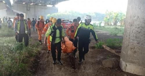 Proses Evakuasi Jasad Khoerul Fuad (Fhoto Ist)